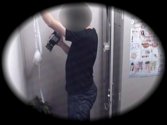 脱ぎ立て下着を動画撮影